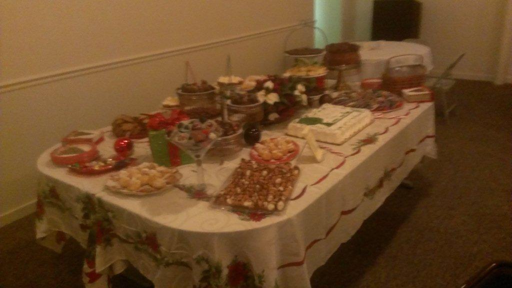 CHRISTMAS DESSERT TABLE-