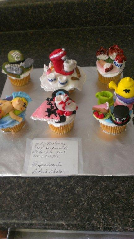 Alice in Wonderland cupcakes-
